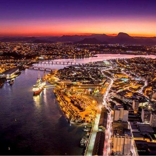 Porto de Vitória ao anoitecer